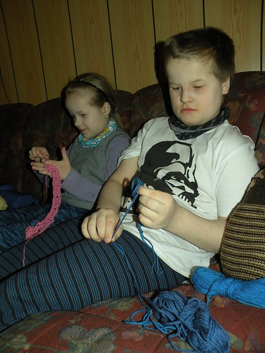 Finger knitting & finger crocheting