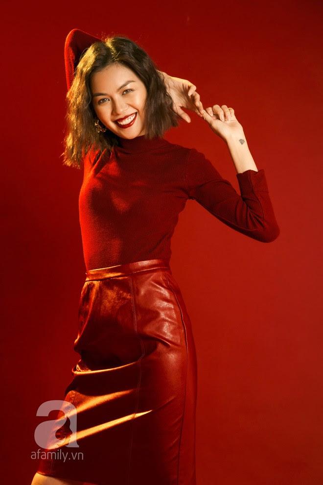 Lên đồ đẹp mĩ mãn cho những buổi tiệc tùng cuối năm với gam màu đỏ đen - Ảnh 8.