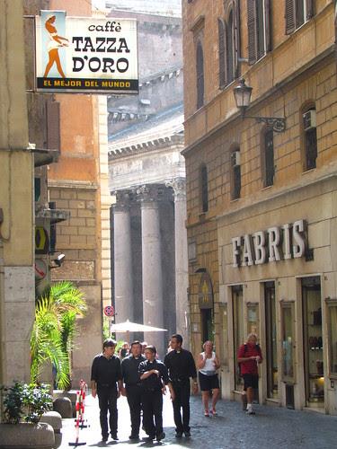 Fabris, Priests, Pantheon and Caffe Tazza d'Oro (El mejor del mundo)
