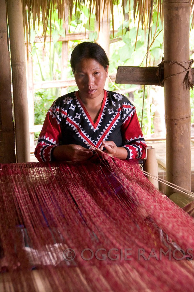 Lake Sebu - Lamdalag Longhouse Red Weaver