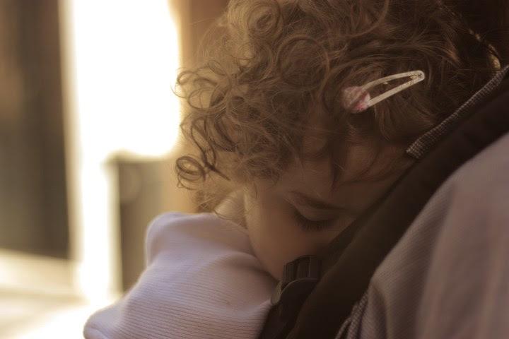 Guille durmiendo en la Manduca :)