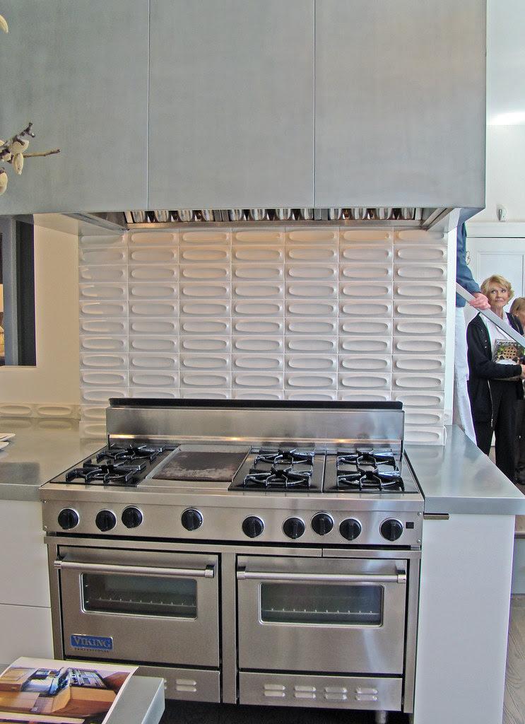 DSC05712 SF decorator showcase stove and backsplash