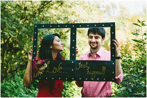 I love this DIY frame used as a prop for the #prewedding #