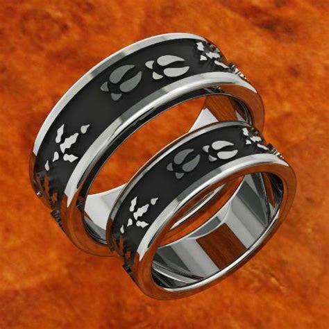 DEER & TURKEY TRACK WEDDING BANDS. HAHAHA sorry. couldn't