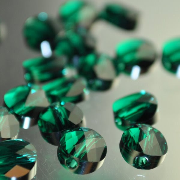 27750520040205 Swarovski Bead - 6 mm Mini-Round (5052) - Emerald (1)