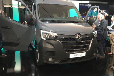 renault master revealed auto express
