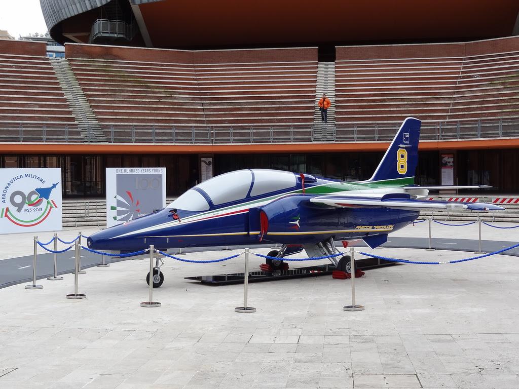 http://theaviationist.com/2013/11/27/frecce-new-livery/