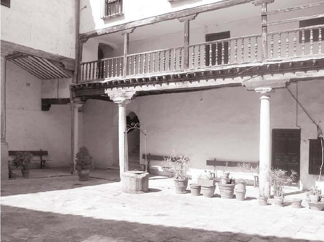 Pórtico de acceso desde el Salón al patio (1920)