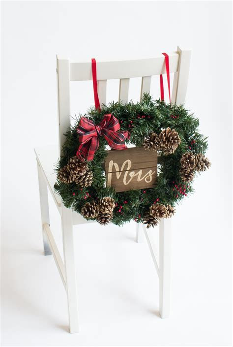 Winter Wedding Ideas: A Christmas Wreath as a Chair Back