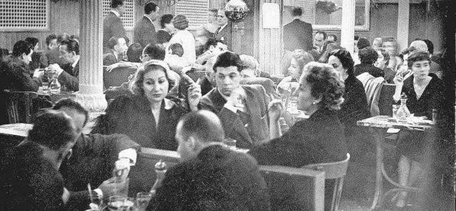 Imagen del Café Gijón de Madrid en la década de los 40.