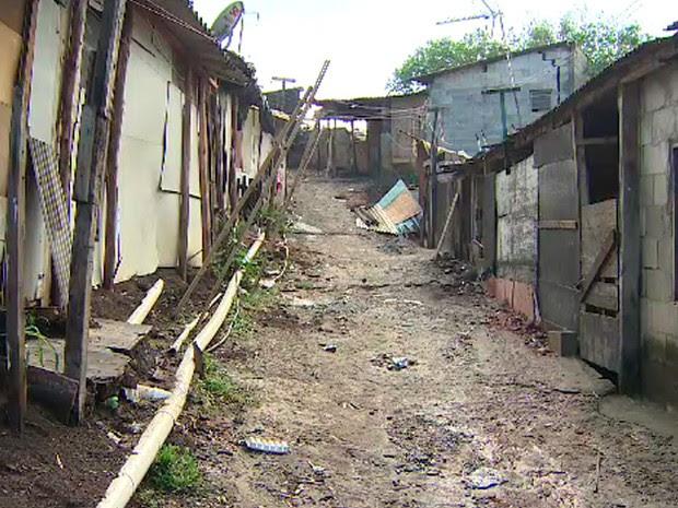 Famílias vivem em terreno invadido, na zona sul de São José dos Campos, há cerca de dez anos. (Foto: Henrique Pedreiras/ TV Vanguarda)
