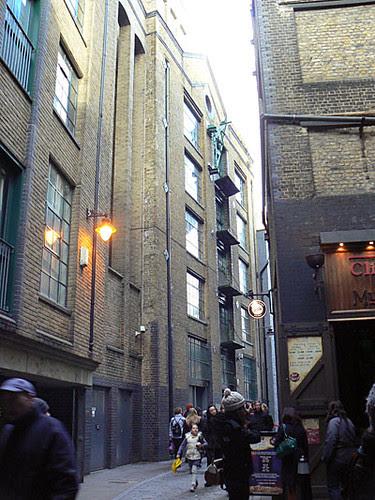 ruelle Bankside.jpg