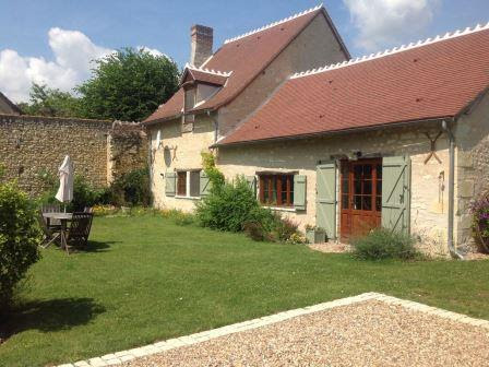 External view of house in the Loire Valley currently for sale