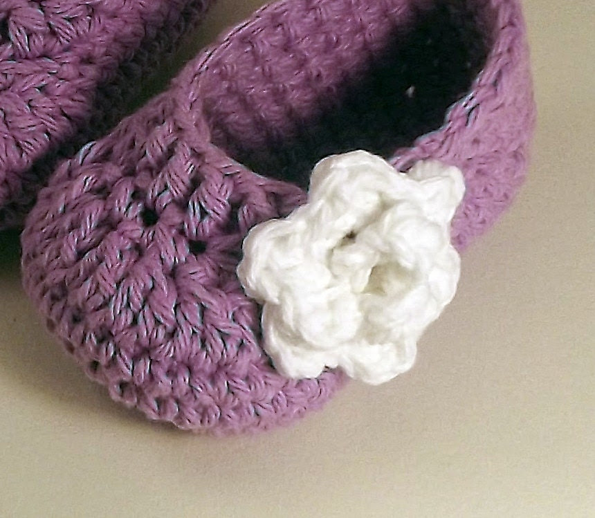 Baby Booties - crochet cotton, lavender with white rose