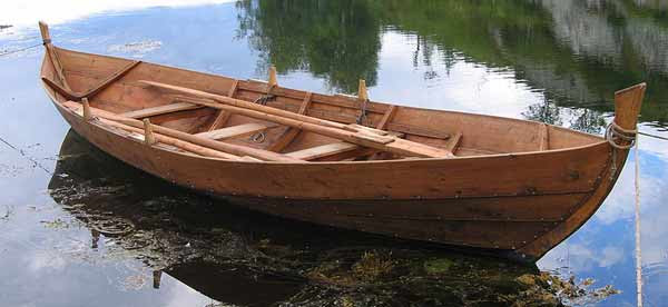 Faerings make good rowboats and with their keel they track very well.