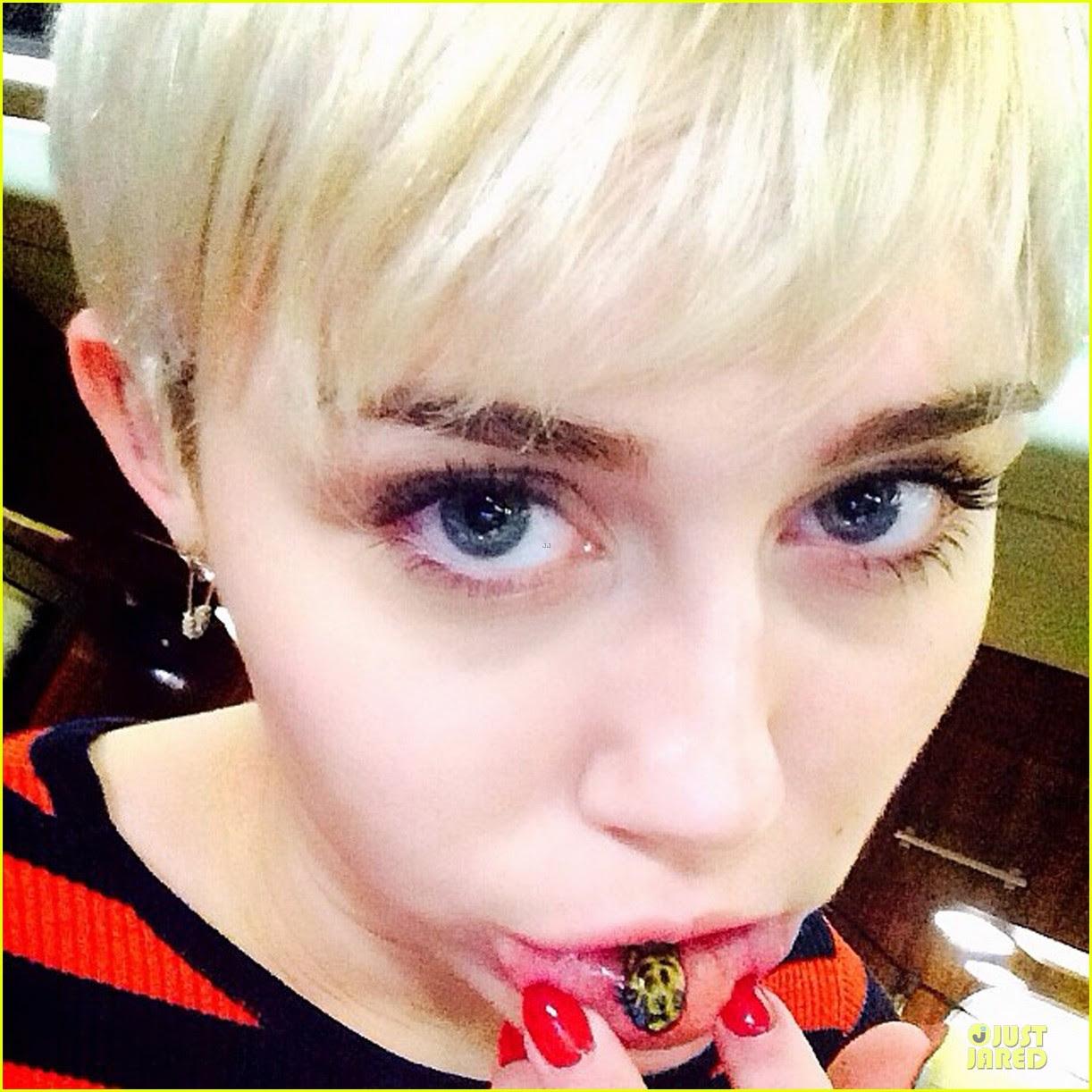 Miley Cyrus Luce Un Nuevo Tatuaje En El Labio Inferior Off
