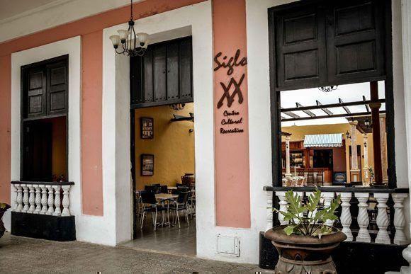 Centro Cultural recreativo Siglo XX de Gibara, ciudad costera al norte de la provincia de Holguín, Cuba, el 12 de abril de 2017, que se insertará como nuevo destino turístico de la Feria Internacional de Turismo FITCuba 2017. ACN FOTO/Juan Pablo CARRERAS/ogm