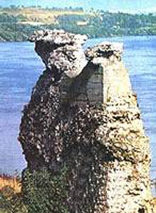 Podul construit de Apollodor de la Drobeta (Imagine: Wikipedia)