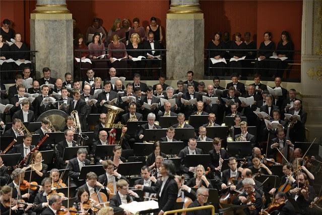 Un momento del concierto en Viena, dirigido por Kent Nagano, en el que han participado el Orfeó Català y el Cor de Cambra del Palau de la Música. EL PERIÓDICO