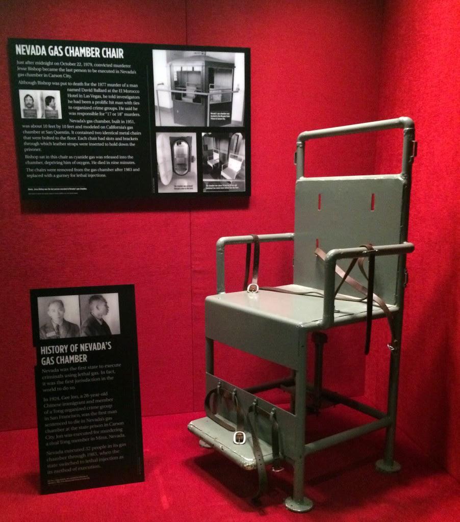 Gas-chamber-chair-exhibit-902x1024.jpg (902×1024)