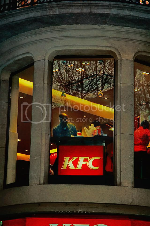 Fast Food in Barcelona: KFC at Las Ramblas [enlarge]