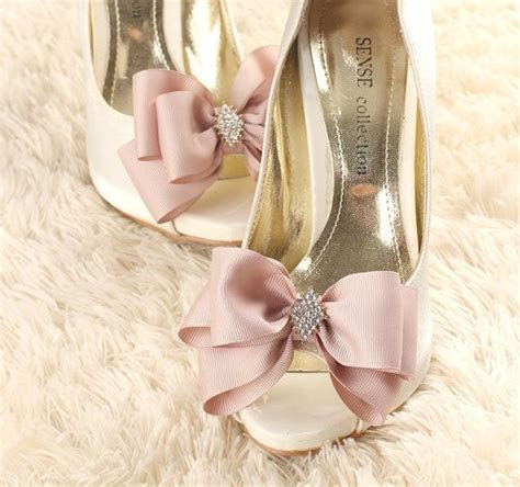 Best 25  Shoe clips ideas on Pinterest   Recycled shoes