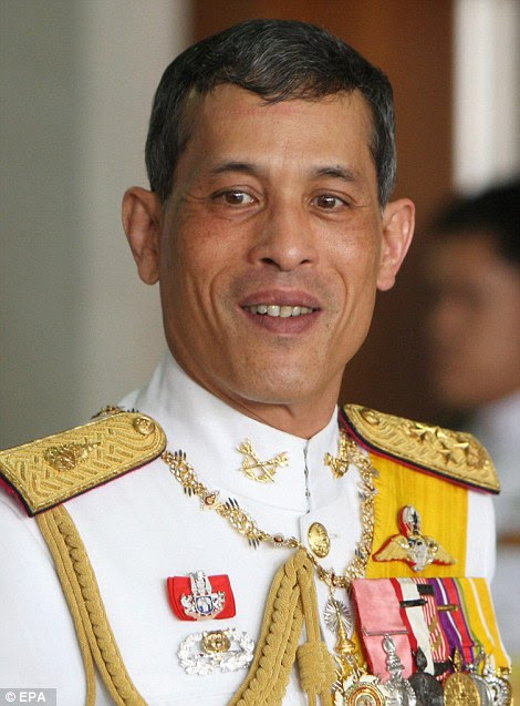 395a898200000578-3836237-maha_vajiralongkorn_was_commissioned_as_an_officer_in_the_three_-a-12_1476377291396