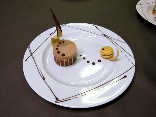 My_Charlotte_cakes_with_macaron_swan