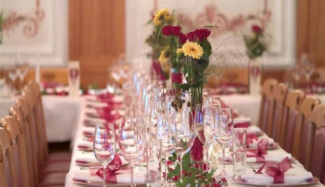 dekorasi pegantin di gereja pernikahan di gedung dan di