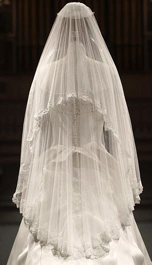 Kate Middleton wedding dress goes on display at Buckingham