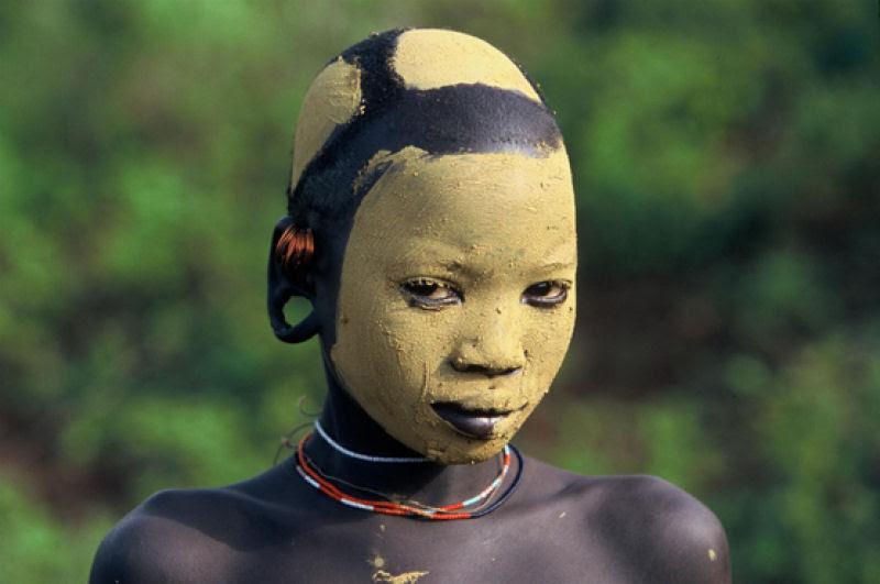 A beleza das Tribos Surma e Mursi, uma cultura em perigo, no sul de Etiópia 20