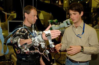Fuglesang operates ExoSkeleton
