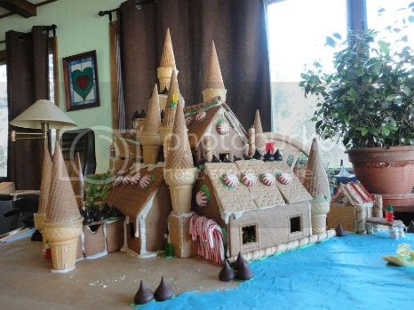 photo 13CoolestGingerbreadHouses_zpsf2a95b96.jpg