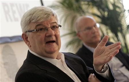 Former German Foreign Minister and REWE consultant Joschka Fischer (L) briefs the media next to REWE CEO Frank Hensel during a news conference in Vienna September 6, 2011.  REUTERS/Herwig Prammer