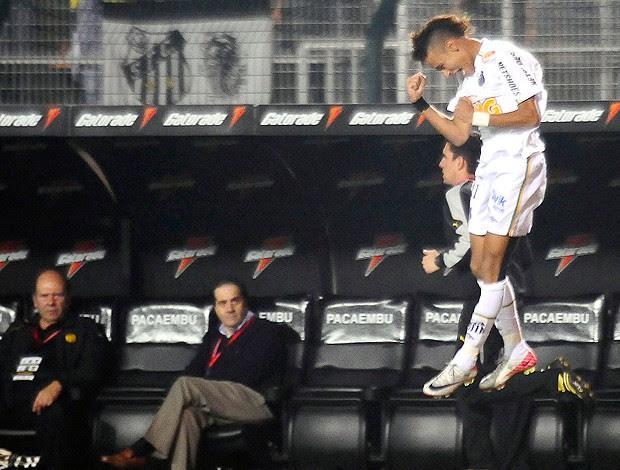 Neymar gol Santos x Peñarol (Foto: Marcos Ribolli / Globoesporte.com)