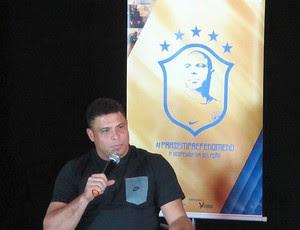 Ronaldo despedida (Foto: Leandro Canônico / Globoesporte.com)
