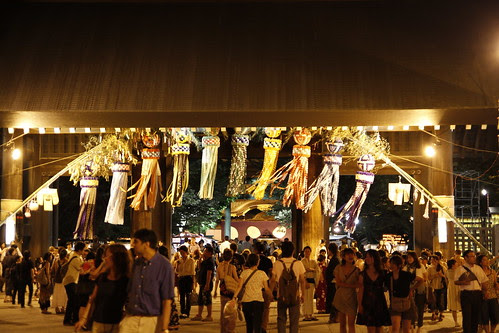 Dazzling colours at the Yasukuni Temple gates (Mitama Festival 2010)