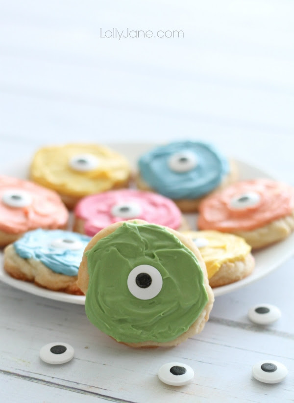 Easy monster cookies! So cute & playful for Halloween!