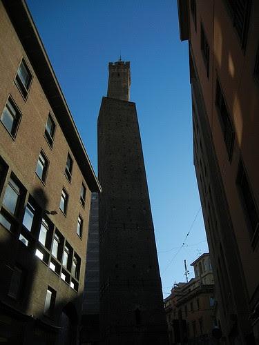 DSCN3449 _ Le due torri (Torre Garisenda, front and Torre degli Asinelli, back), Bologna, October 2012, Bologna, 16 October