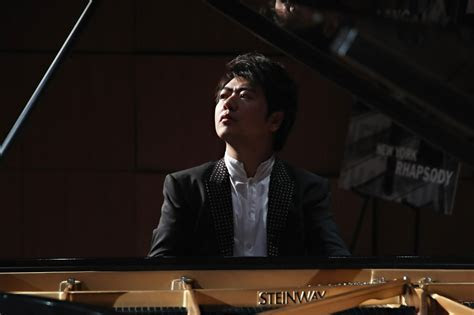Lang Lang 'borrows' protégé's hand for performance