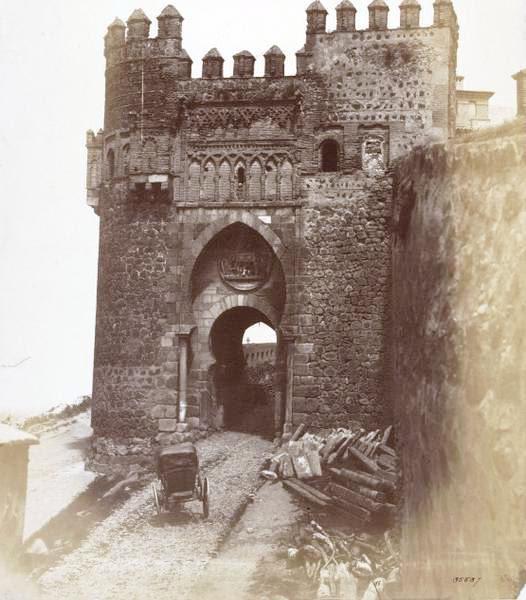 Puerta del Sol de Toledo en 1857. Fotografía de Charles Clifford. © Victoria and Albert Museum, London