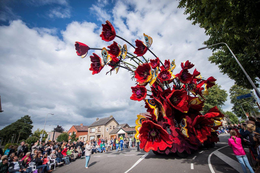 Desfile anual do Corso de Zundert homenageia van Gogh com carros alegóricos monumentais adornados com flores 09