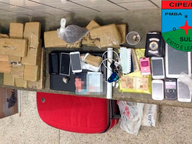 Droga apreendida foi encontrada dentro de carro com suspeitos (Foto: Divulgação/CIPE/Mata Atlântica)