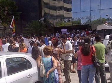 Greve de professores continua na Bahia; categoria faz enterro simbólico da educação