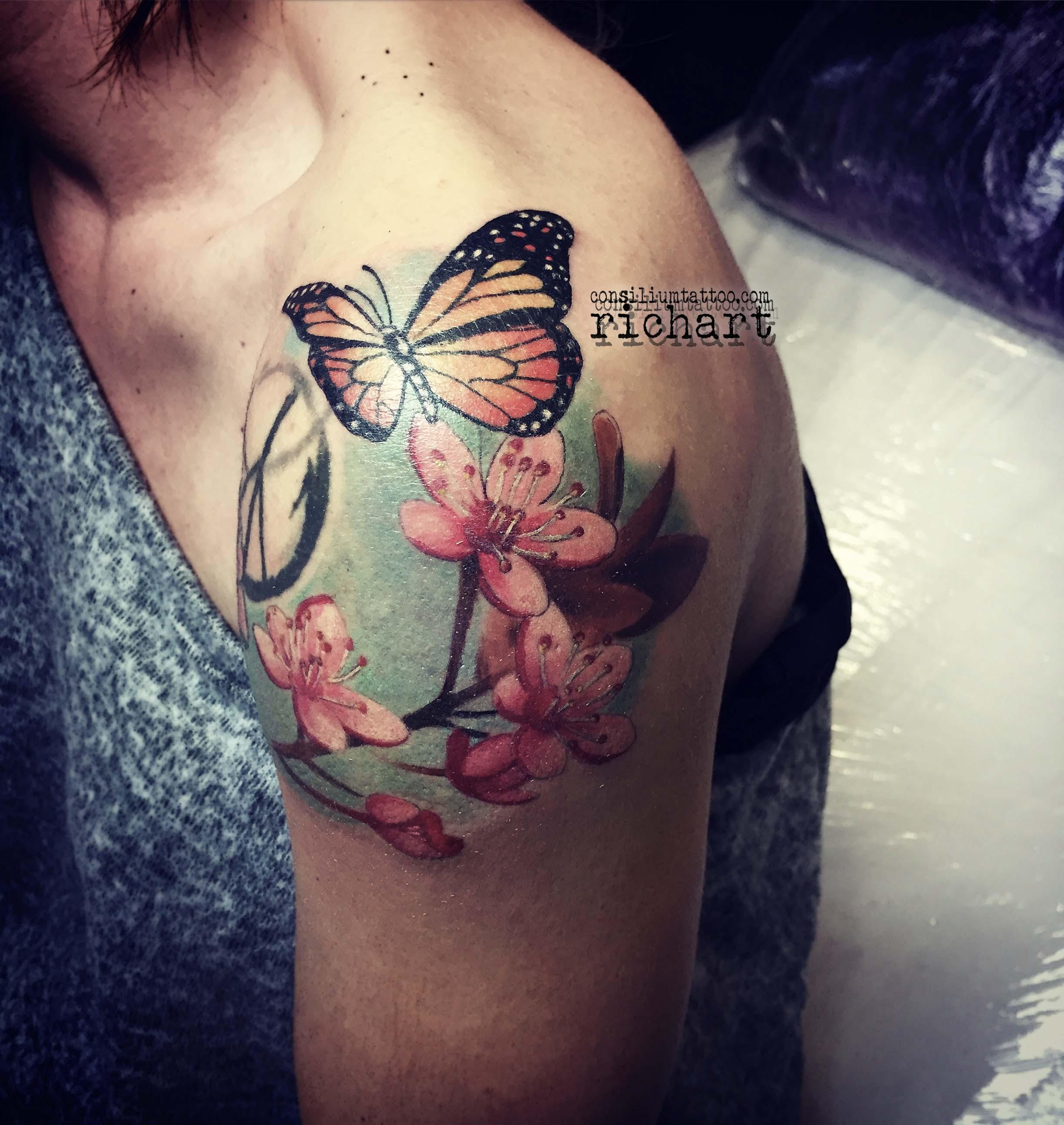 Consilium Tattoo Tatuaje Cerezo Mariposa Flores Color