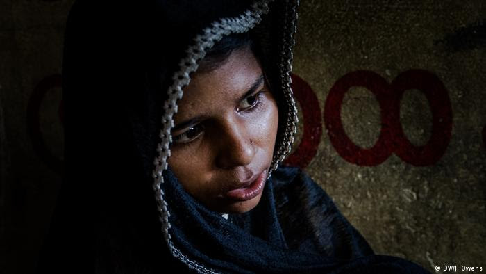 Rohingya girl crying