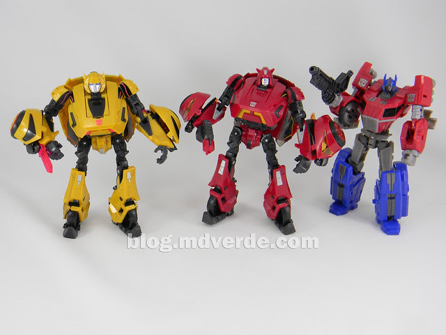 Transformers Cliffjumper Deluxe - Generation War for Cybertron - modo robot vs otros WFC