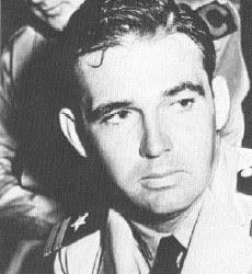 File:Butch OHare March1942 PressConference with Thach at hawaiian hotel.jpg