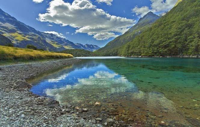 Κρυστάλλινη λίμνη στη Νέα Ζηλανδία (1)