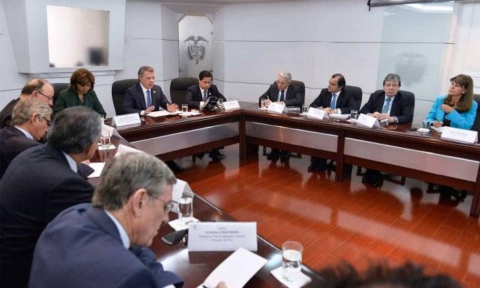 Resultado de imagen para reunión Santos uribe